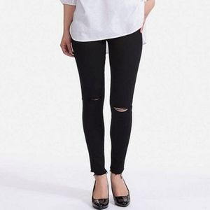 Uniqlo Dark Gray Ultra Stretch Skinny Fit Jeans.